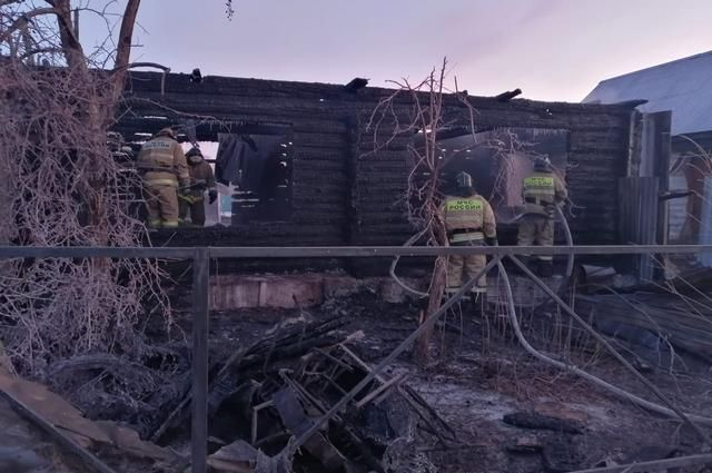 Фото с места пожара, в котором погибли 11 человек