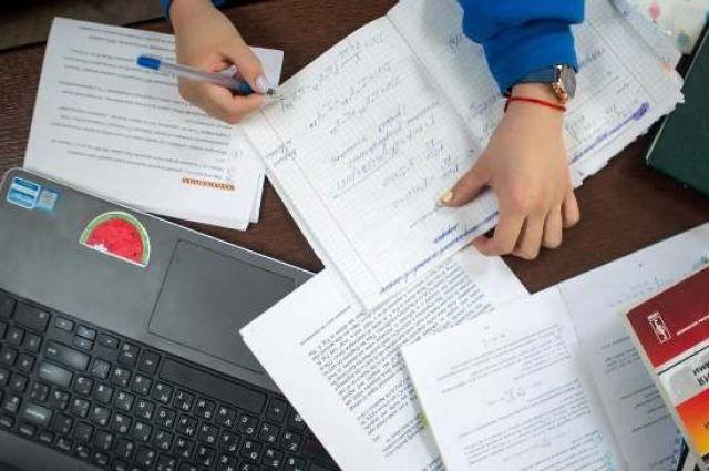 МОН рекомендует школам продлить каникулы на время усиленного карантина.