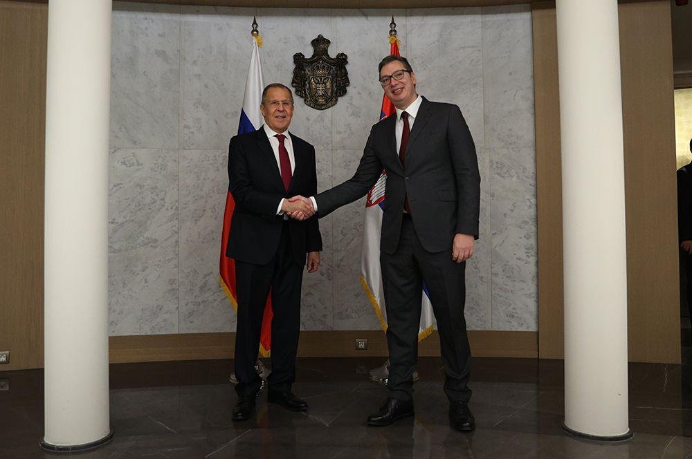 Министр иностранных дел РФ Сергей Лавров (слева) и президент Сербии Александр Вучич.