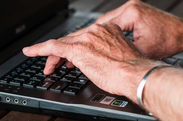 В Украине госслужащим разрешили оставаться в должности до 70 лет.