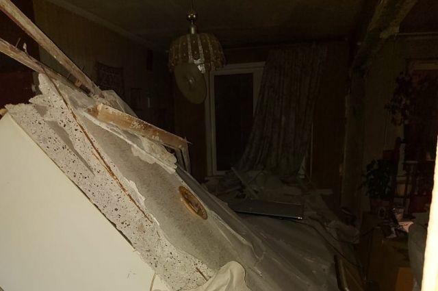 Разрушилась общая стена между соседними квартирами.