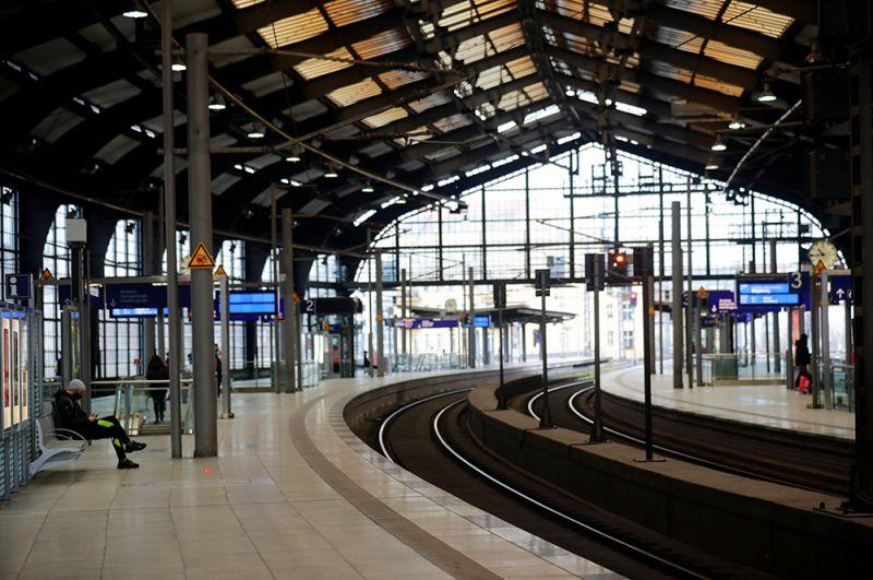 На железнодорожном вокзале Фридрихштрассе.