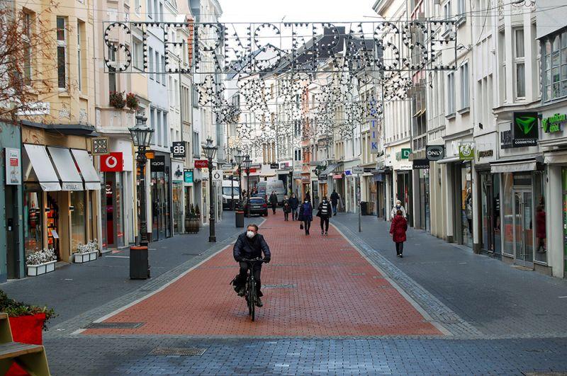 Торговая улица Штернштрассе в Бонне, Германия.