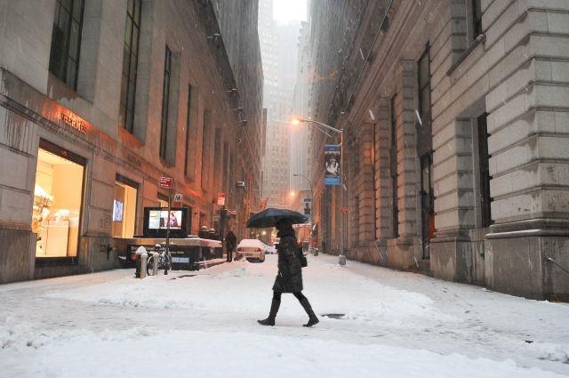 В восточных штатах США из-за снегопадов вводят режим ЧС