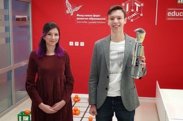 Михаил и его научный руководитель Маргарита Цыганова.