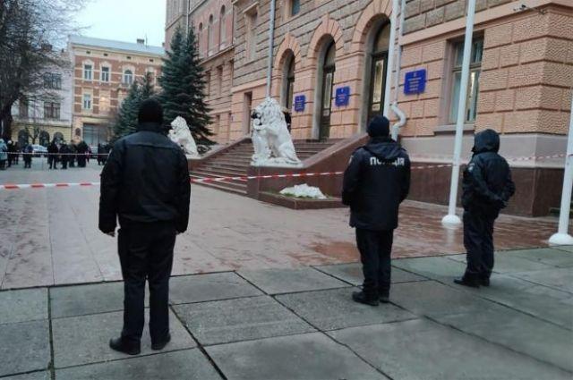 В Черновцах началась эвакуация здания ОГА.