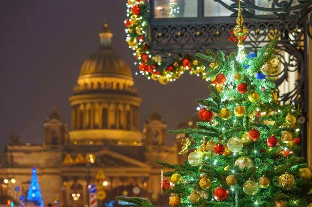 Новогодний Петербург — это не просто город с ёлками и гирляндами, а место, которое завораживает своей красотой.