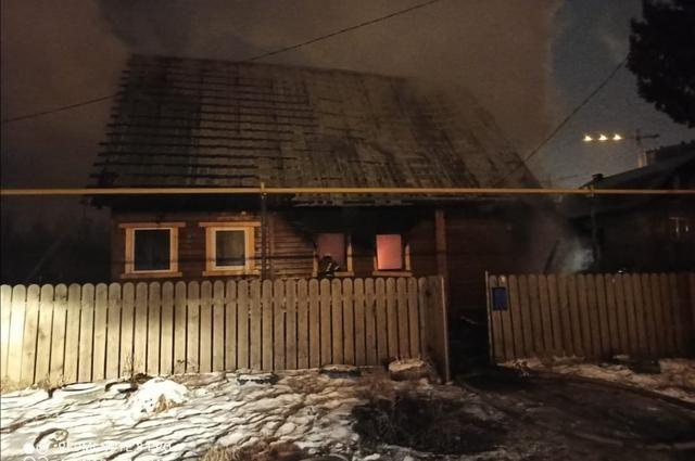 59-летняя женщина погибла при пожаре в доме на улице Ахметова в Уфе