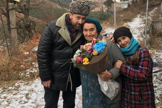 Сын поддержал желание Азы Базоркиной написать мемуары