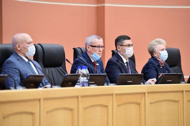 За спикера Госсовета Усачёва (второй слева) проголосовал 41 делегат.