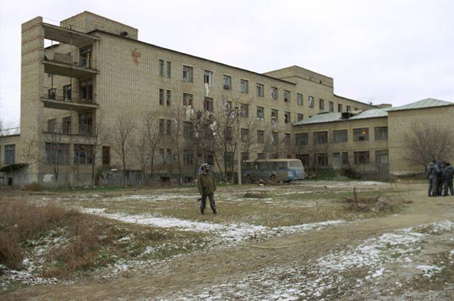 Бльница вКизляре, захваченная группой чеченских боевиков воглаве сСалманом Радуевым, 1996г.