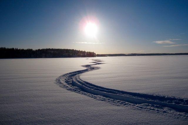 У местных жителей утонул снегоход