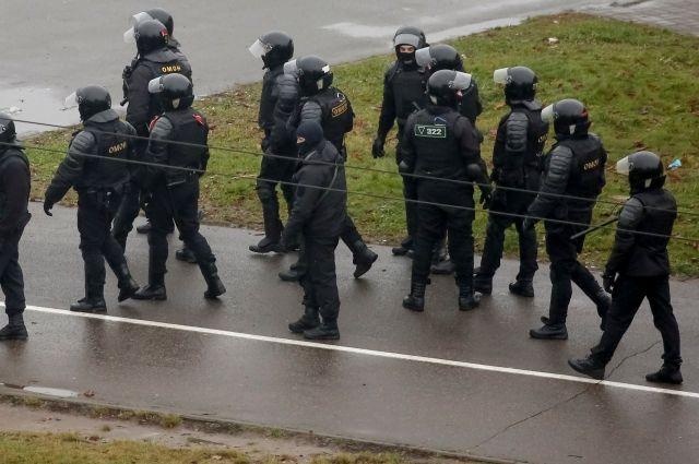 В Минске на акциях протеста полиция задержала около 100 человек