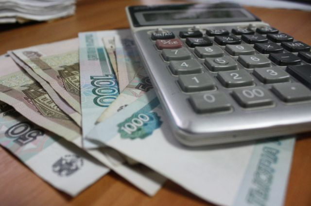 В правительстве Новосибирской области объяснили порядок получения выплаты 5000 рублей, установленной президентом Владимиром Путиным.