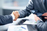 В Оренбурге сотрудник банка оформлял фиктивные кредитные договоры.