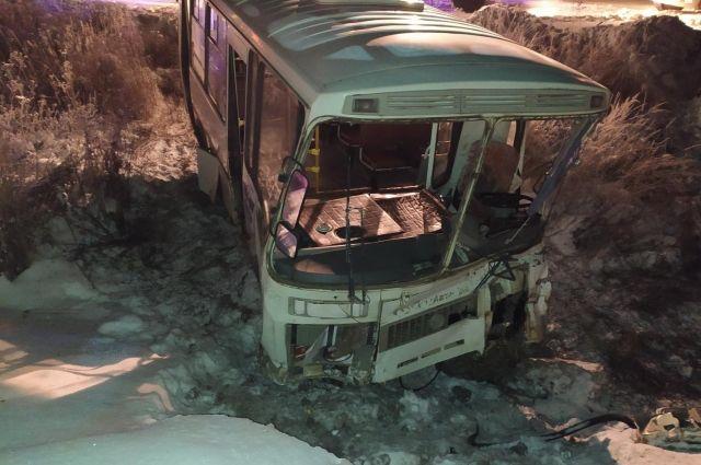 В Удмуртии в ДТП с грузовиком и пассажирским автобусом пострадали двое