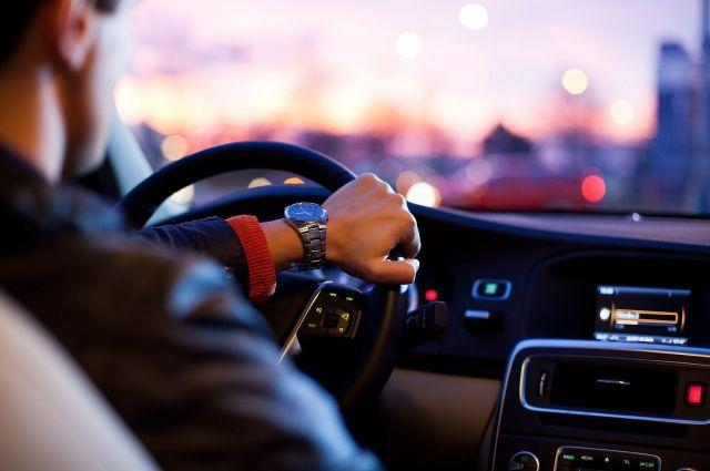 Водить машины будут водители, которым предстоит проходить медосмотр каждый раз перед поездкой.