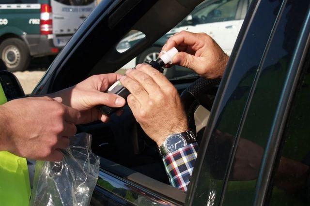 За нетрезвую езду водители заплатят штрафы и лишатся прав на управление автомобилем.