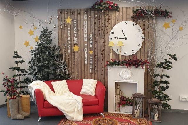 К Новому году чаще всего выбирают русский стиль, мотивы западного рождества, минимализм, ретро и самый любимый – скандинавский.