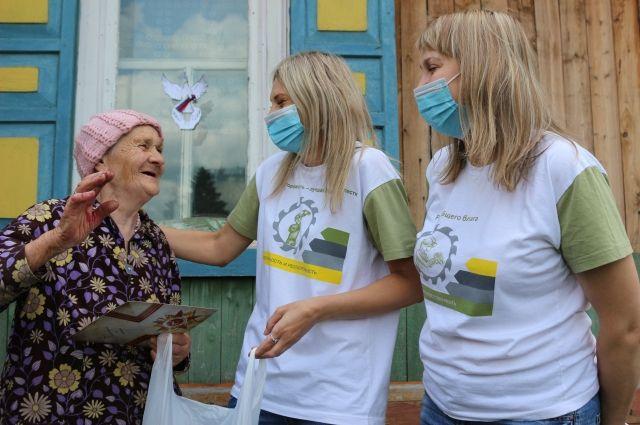 Волонтеры СУЭК помогали и медучереждениям и нуждающимся людям.