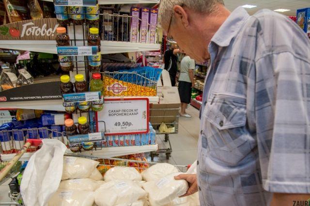 За год сахарный песок на Урале подорожал до 50 рублей за кг и выше.