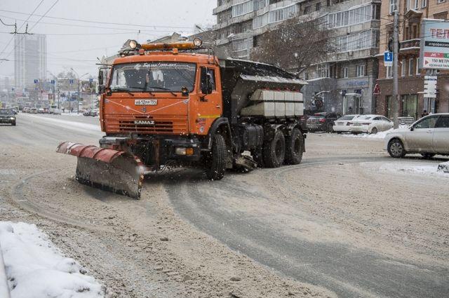 жедневно на уборку городских магистралей выходит более 400 единиц техники.