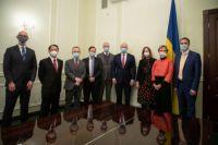 Украина обсуждает закупку COVID-вакцин с послами стран Большой семерки и ЕС.
