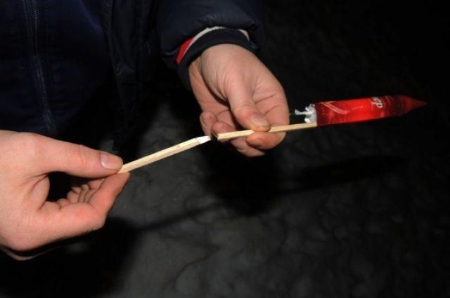 Мэрия Новосибирска рассказала, как правильно выбрать и запускать фейерверк на новогодние праздники.