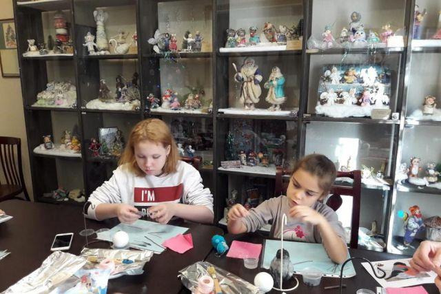 Мастер классы по ватной игрушки любопытны представителям разных поколений.