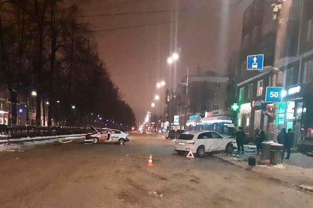 В результате ДТП травмы получили пассажир автомобиля Kia и два пассажира автомобиля Audi – девушка и ребенок. Всех пострадавших отвезли в больницу.