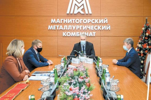 «Магнитка» в Белове во всём берёт пример со своего «старшего брата». И директор ведёт коллектив за собой.