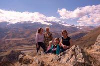 Виктория Чернявская (справа) в туротрасли уже 17 лет, чтобы туристы были довольны, лично тестирует новые маршруты