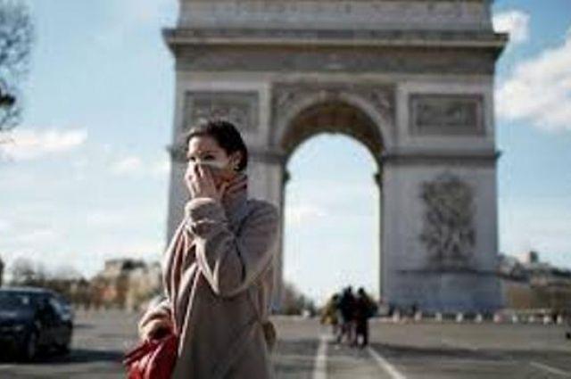 Франция начала выдавать гражданство за помощь в борьбе с COVID-19.