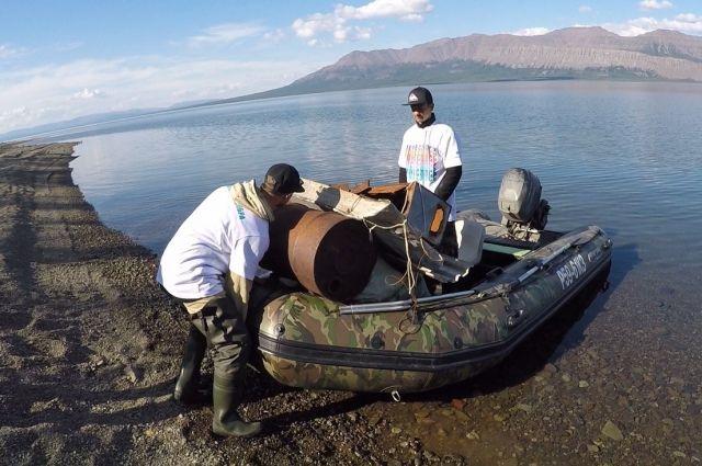 С озера Лама волонёры вывезли 7 тыс. тонн мусора.