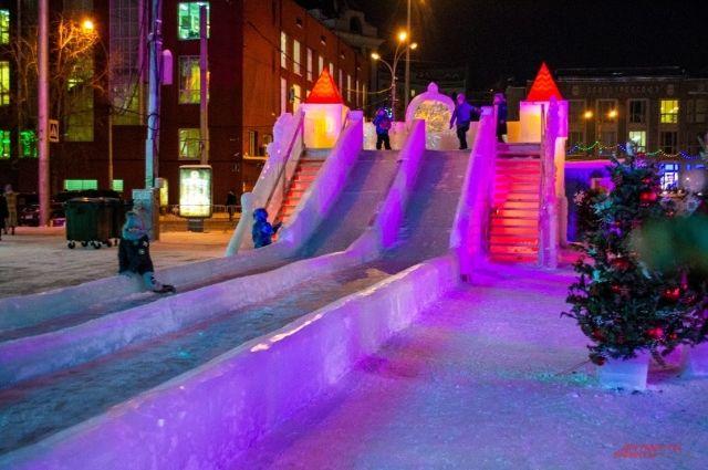 По словам градоначальника, из-за коронавируса массовые мероприятия в городе отменены. Не будет новогоднего салюта. Улицу Ленина не будут делать пешеходной 31 декабря, как было в прошлые годы.