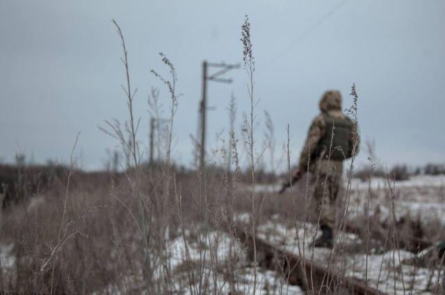 Возле линии разграничения от взрыва пострадал украинский военный: детали.