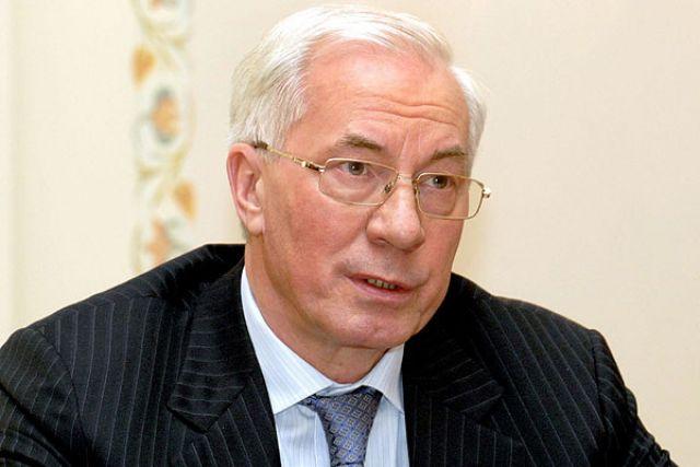 Суд ЕС снял санкции с Азарова.