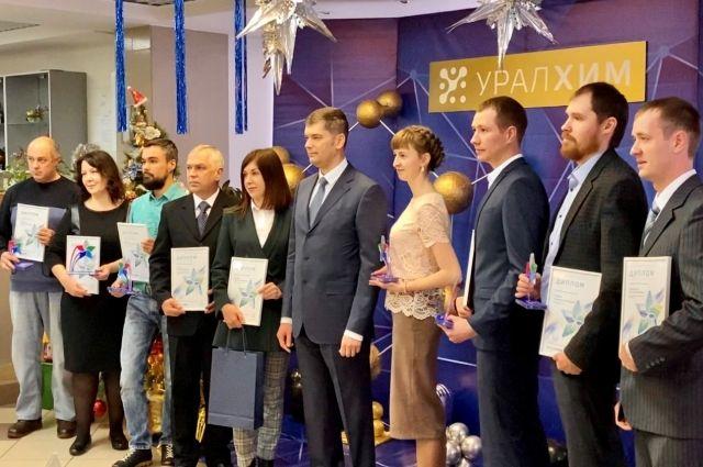 Победителями конкурса стали четверо рабочих, два специалиста, два руководителя и два сотрудника, достижения которых поощрили на уровне всей группы «УРАЛХИМ».