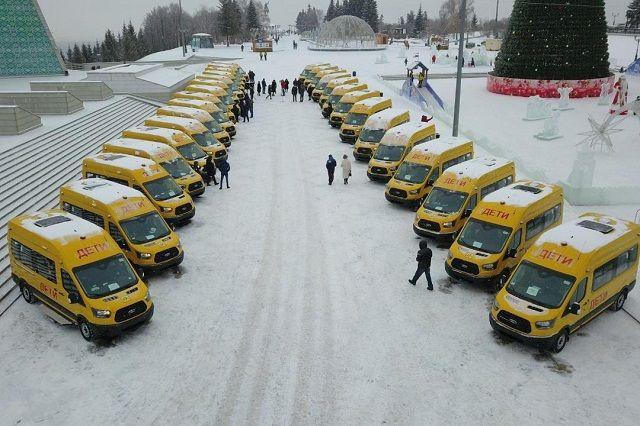 Новые автобусы получили четыре школы Уфы