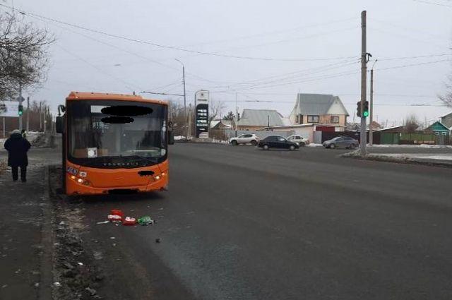 ГИБДД проводит проверку по факту смертельного ДТП в Оренбурге.
