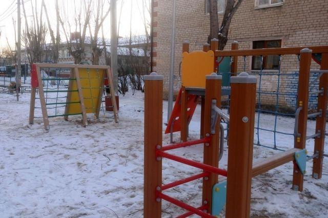 В Тюмени на улице Мелиораторов появилась детская площадка