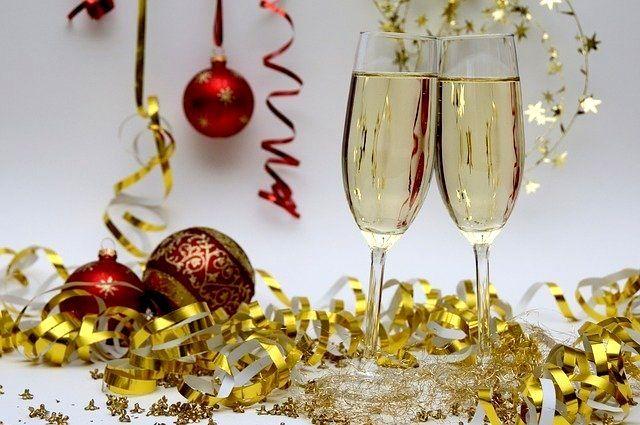 Если вы ограничитесь несколькими бокалами вина или шампанского, то праздник ваш пройдет интереснее, а организм будет целее.