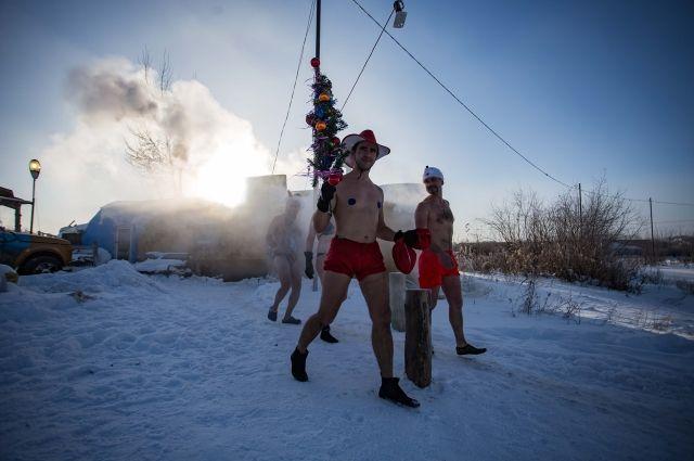 Забег в плавках традиционно проходит перед Новым годом.