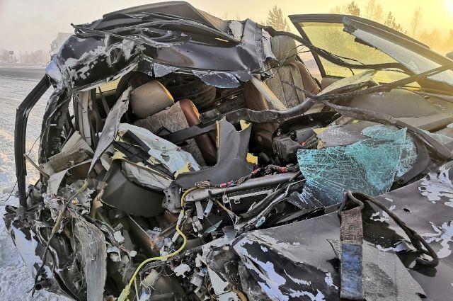 Автомобиль Лексус получил критические повреждения