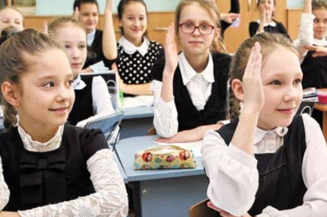 Аномальные морозы в Новосибирской области затруднили доставку детей на учебу школьными автобусами.