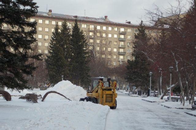 Аномальные морозы помешали уборке снега с улиц Новосибирска.