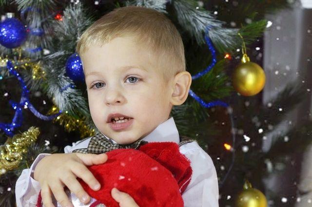 Чем опасна елка и новогодние игрушки для детей?