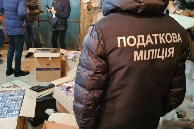 В Харькове ликвидировано производство контрафактного алкоголя и сигарет.