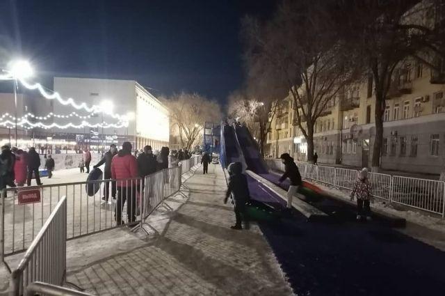 На оренбургской горке со дня открытия на «плюшках» прокатились уже почти 4 тысячи человек.