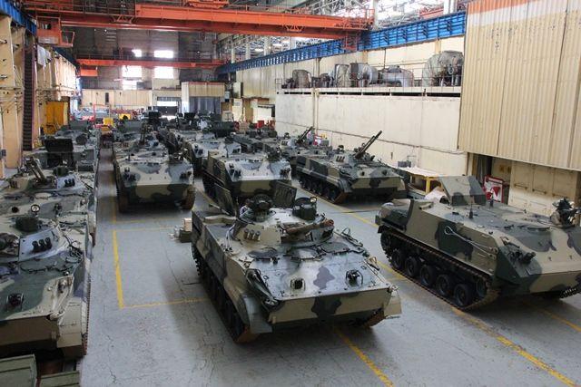 Боевые машины Курганмашзавода перед отправкой.